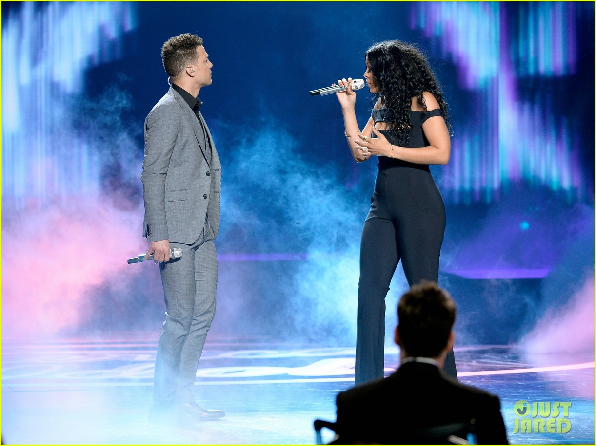 pia toscano jordin sparks american idol finale 053625361