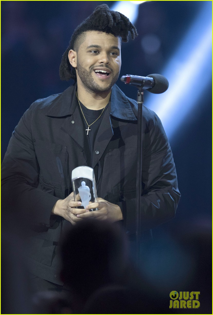 the weeknd wins artist of the year at juno awards 2016 performs medley watch here 093622290