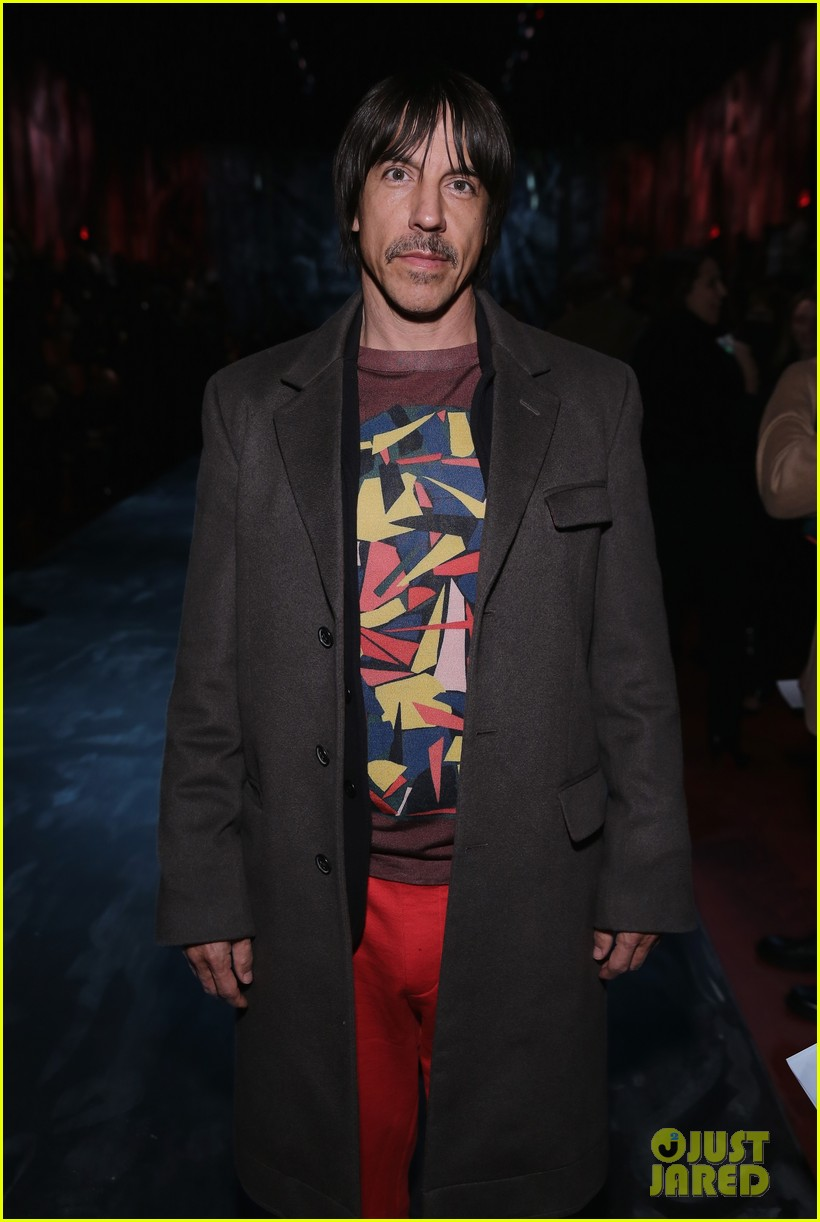 anthony kiedis hospitalized red hot chili peppers 033656406