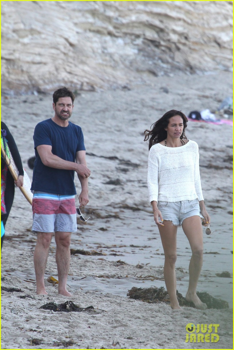 Old Gerard Butler on vacation with a girl - photo