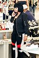 blac chyna shows off baby bump while shoe shopping 09