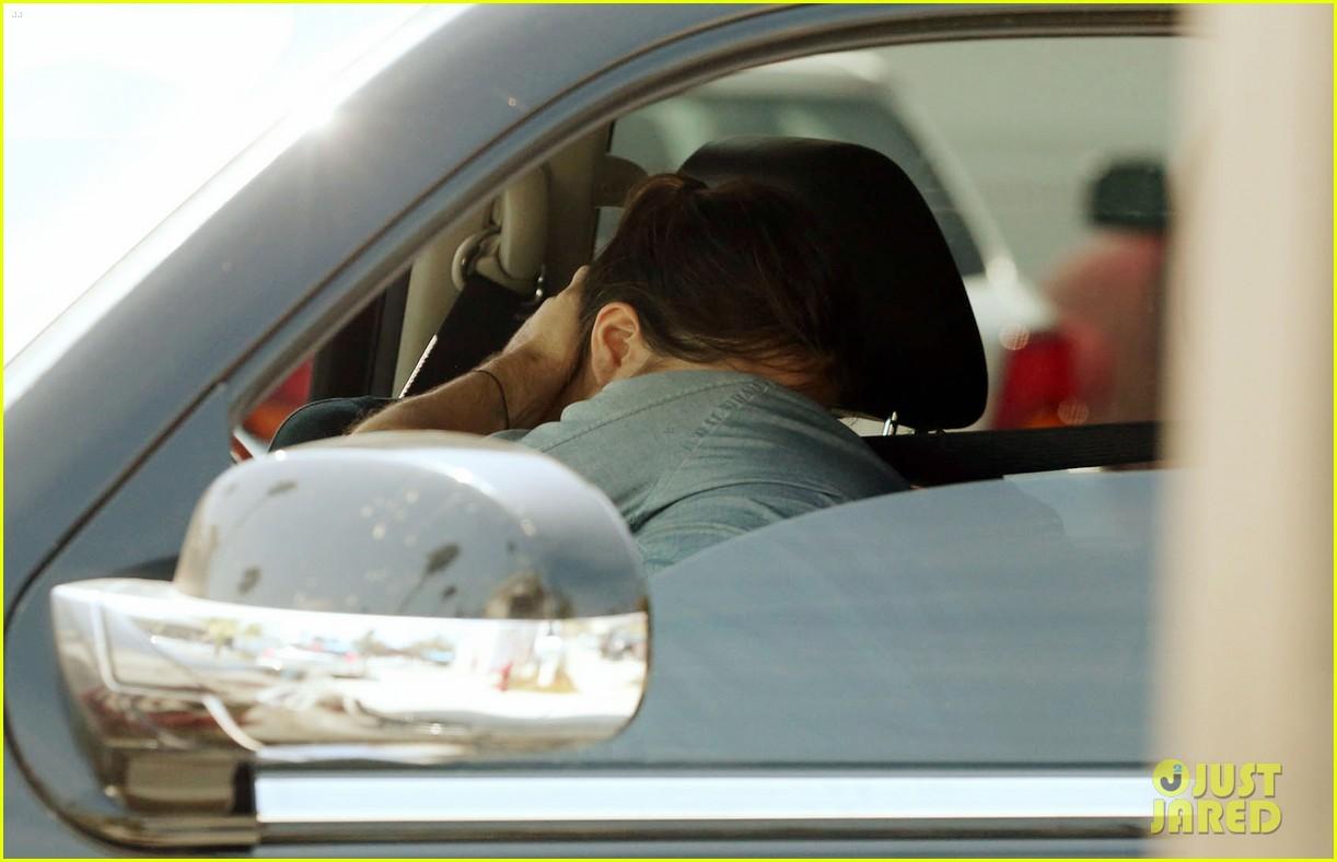 colin farrell kisses mystery woman 033669318