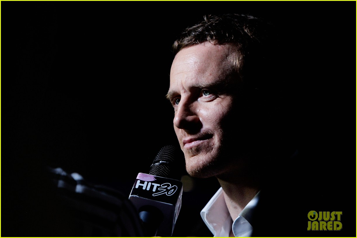 http://cdn01.cdn.justjared.com/wp-content/uploads/2016/05/fass-sydney/michael-fassbender-x-men-apocalypse-sydney-premiere-09.jpg