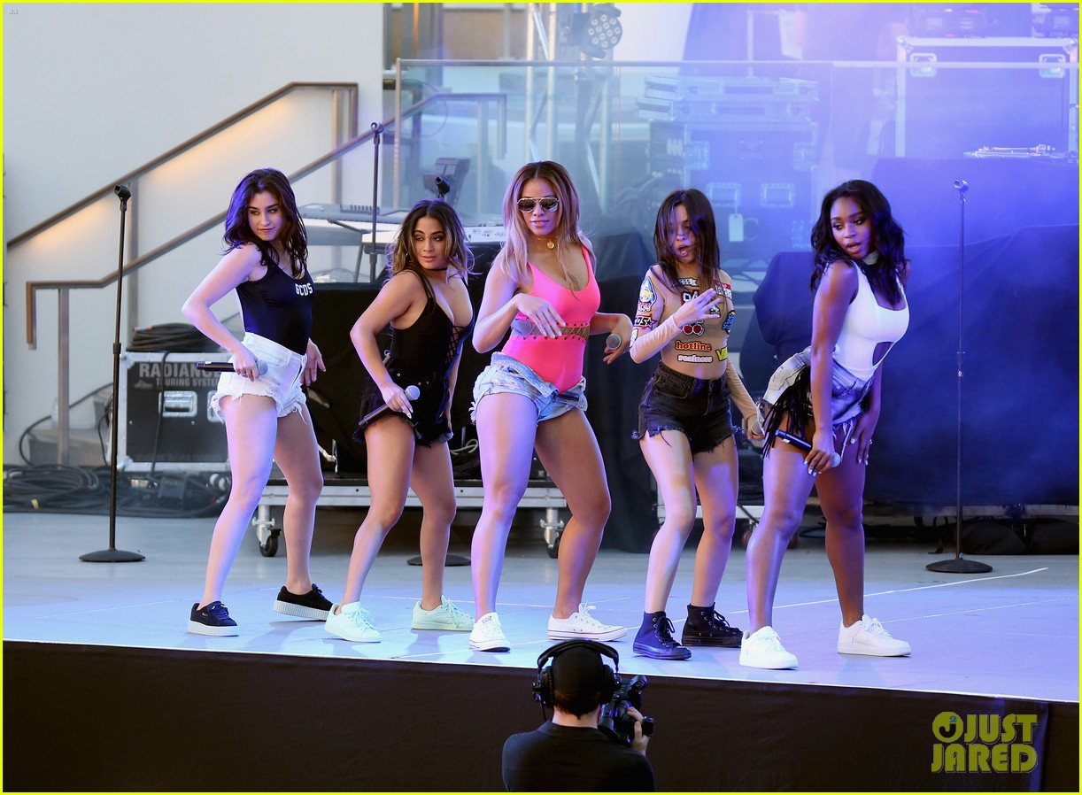 Fifth harmony iggy azalea perform at a pool party in las for Pool show vegas 2016