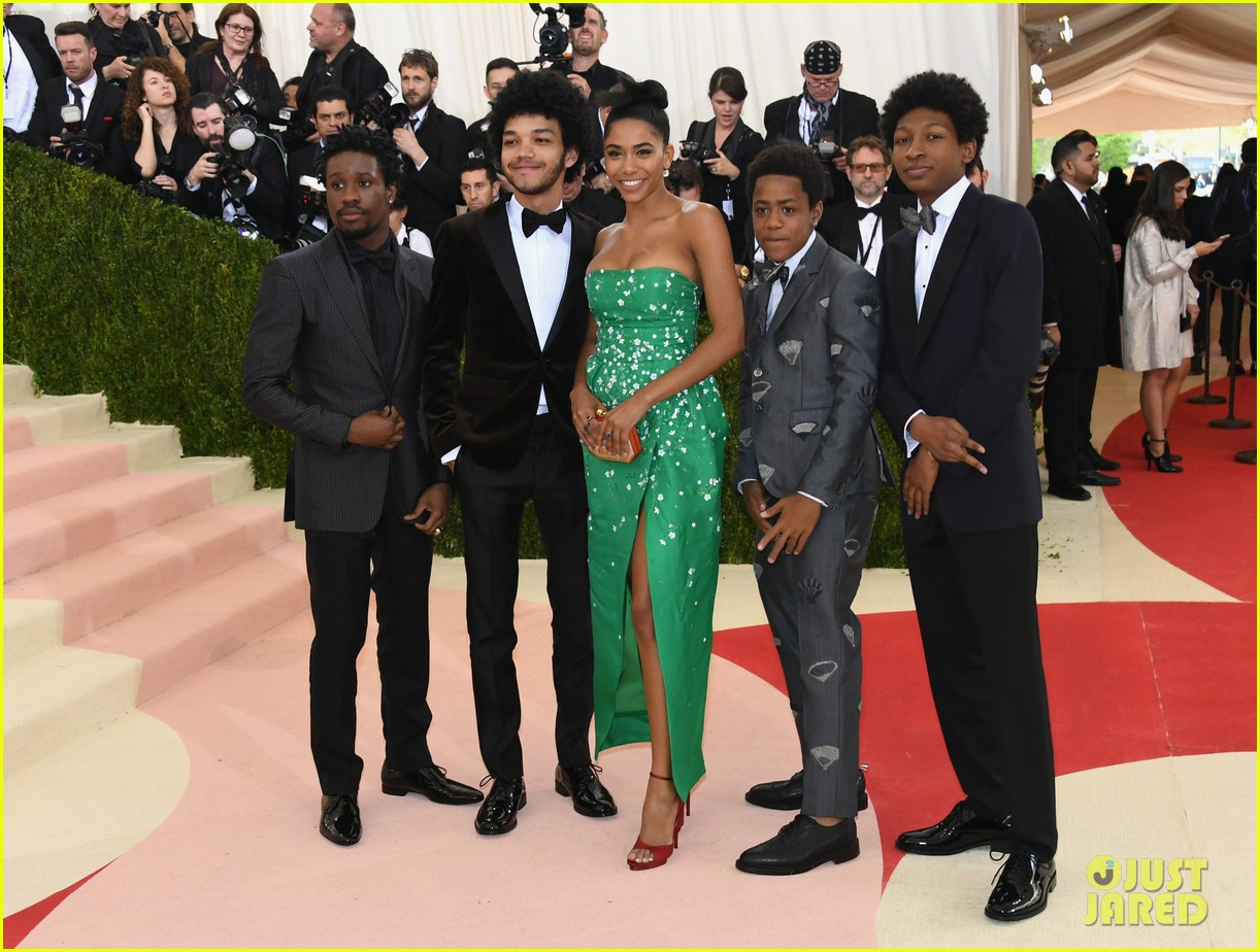 netflix the get down cast makes a stylish met gala debut 013646651