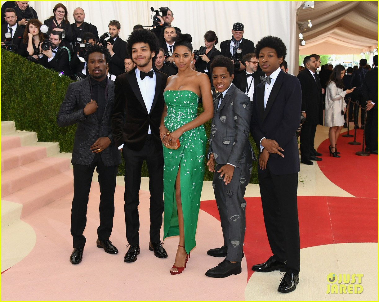 netflix the get down cast makes a stylish met gala debut 063646656