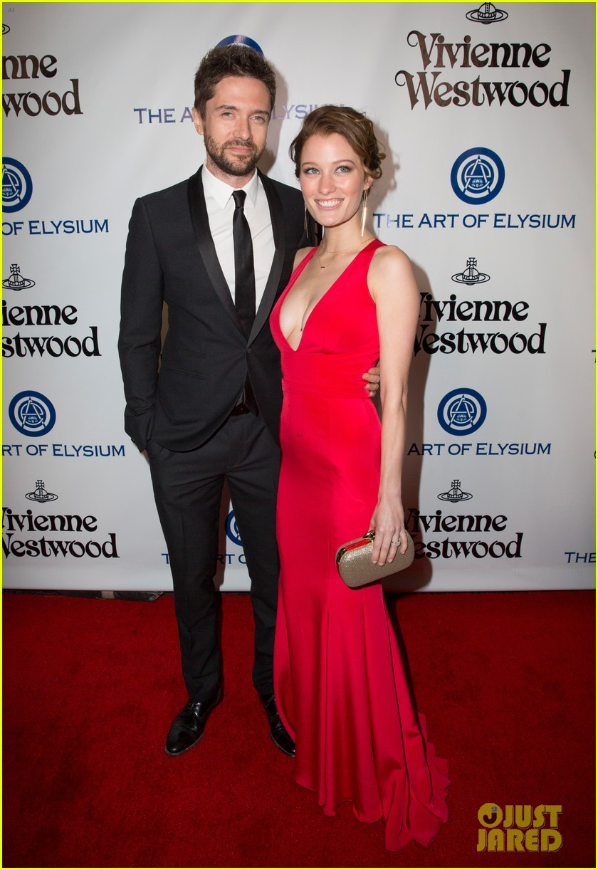 Topher Grace Amp Ashley Hinshaw Are Married Photo 3669484