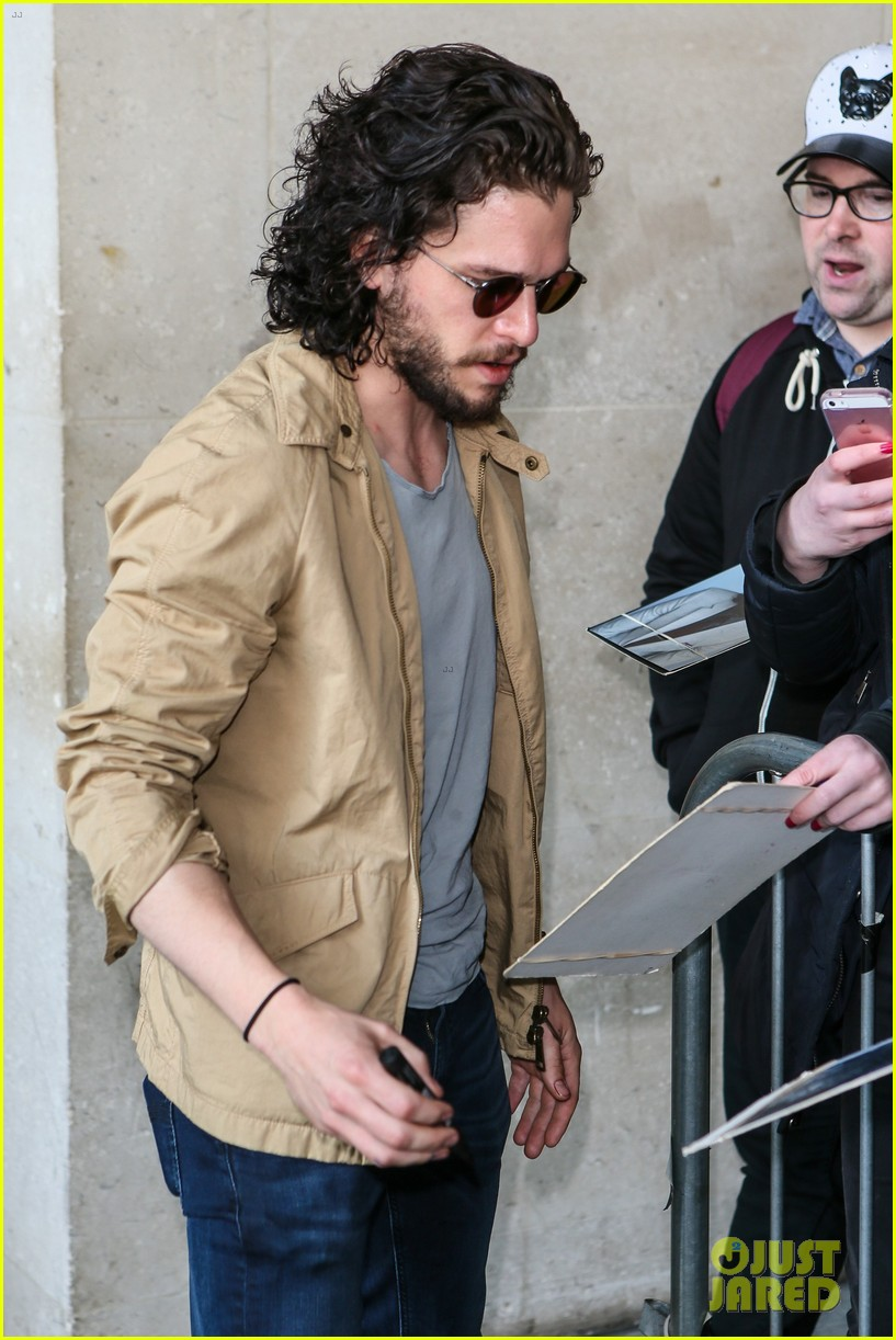 kit harington gets a phone call from game of thrones co star kit harington gets a phone call from game of thrones co star during radio interview photo 3667003 kit harington pictures just jared
