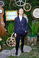anne hathaway gets adam shulman support at alice event 04