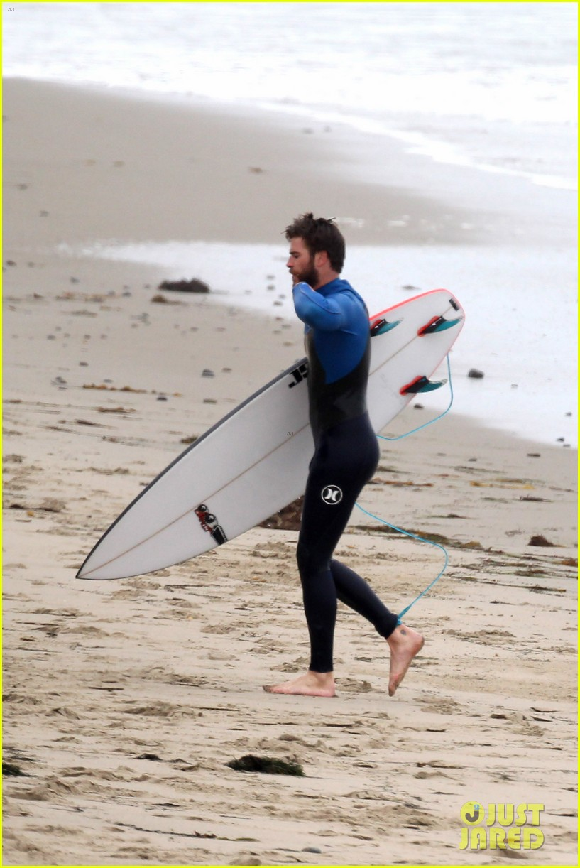 liam hemsworth strips out of his wetsuit after a surfing session 273661378