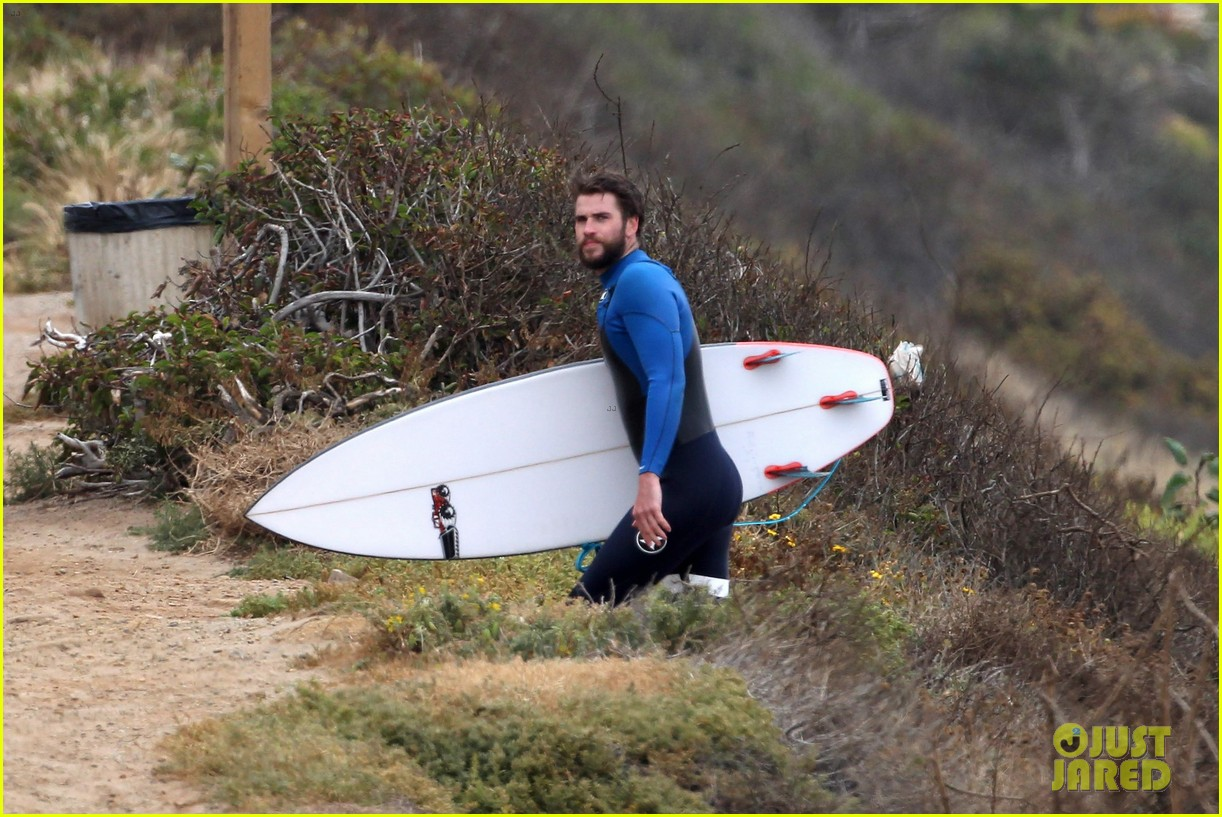 liam hemsworth strips out of his wetsuit after a surfing session 303661381