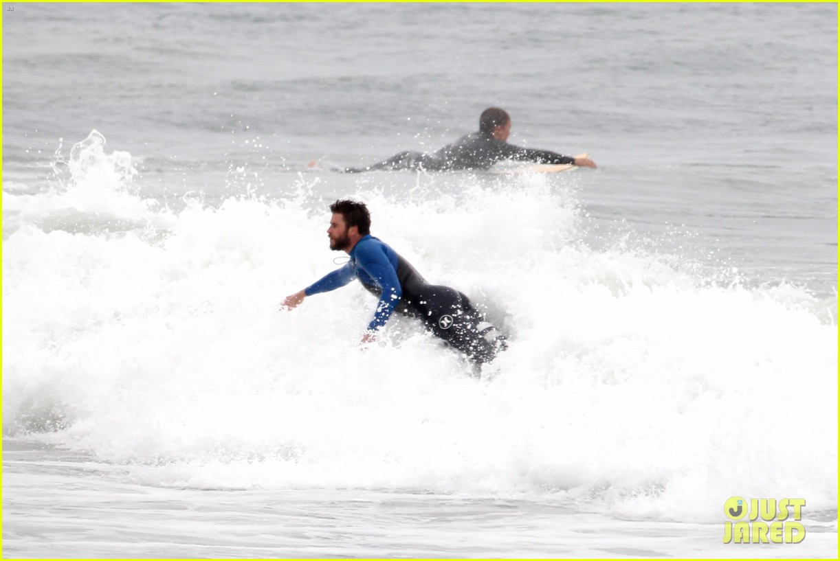 liam hemsworth strips out of his wetsuit after a surfing session 323661383