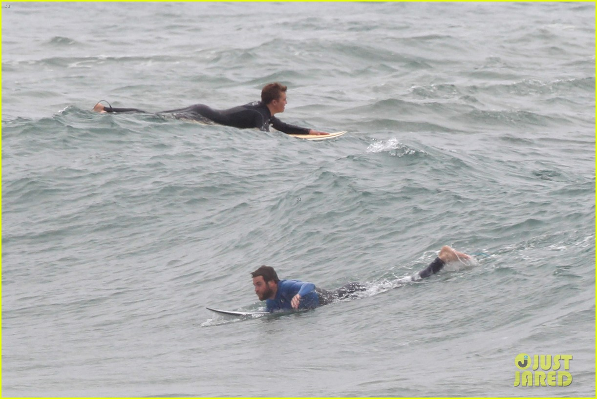 liam hemsworth strips out of his wetsuit after a surfing session 393661390