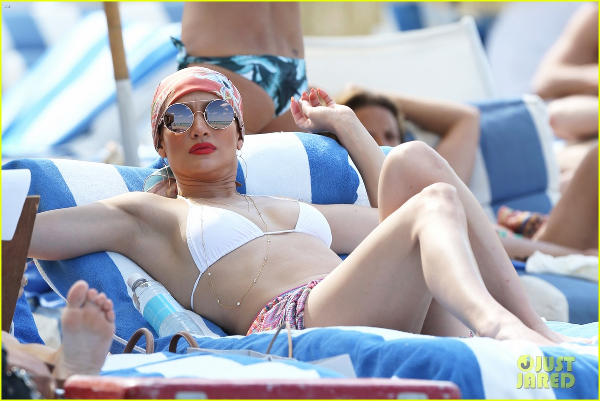 Jennifer Lopez Looks Fabulous in a Bikini During Miami ...