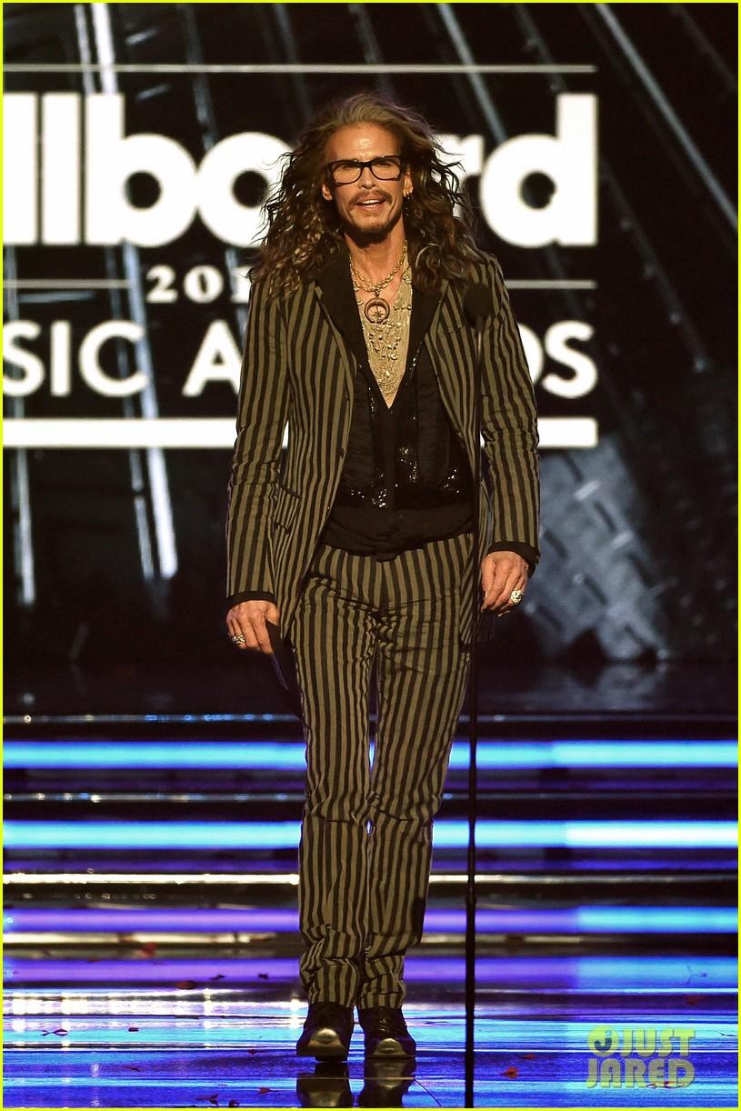wiz khalifa kelly rowland billboard music awards 2016 243663703