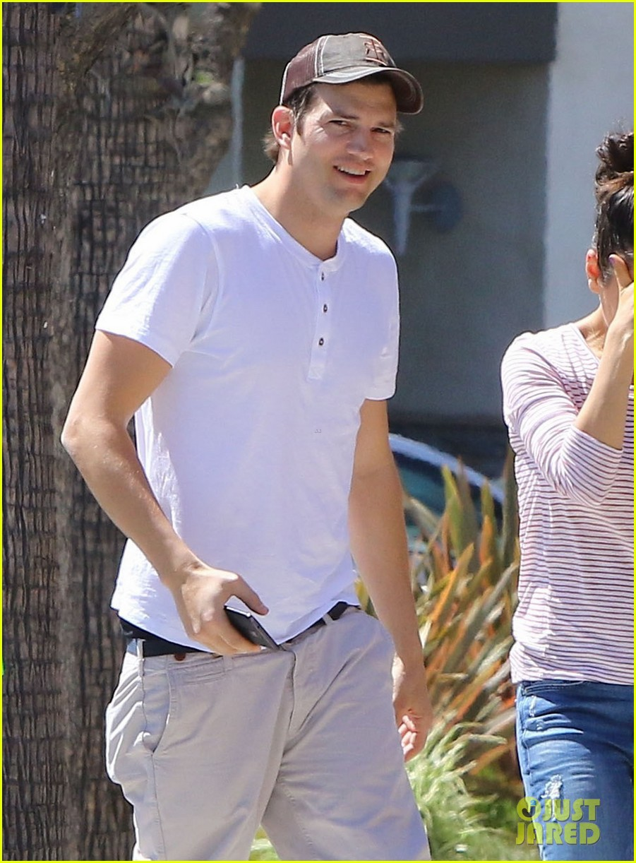 ashton kutcher mila kunis ice cream date 063647120