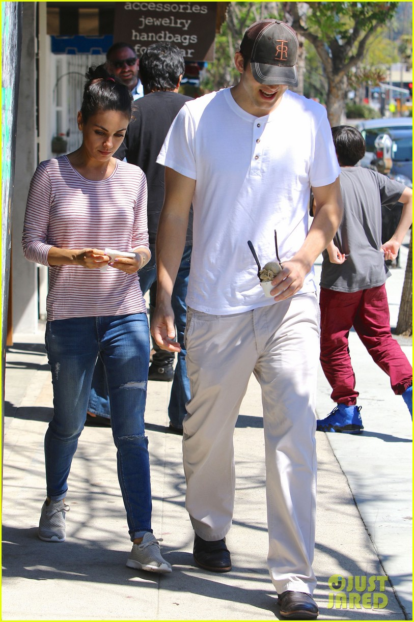 ashton kutcher mila kunis ice cream date 313647145
