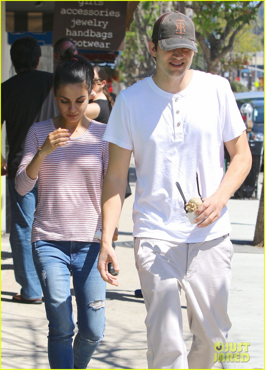 ashton kutcher mila kunis ice cream date 323647146