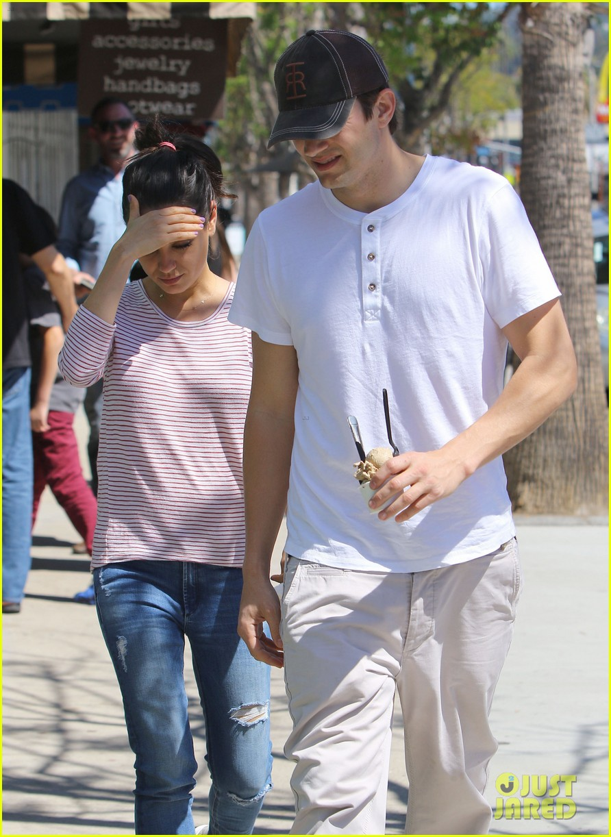 ashton kutcher mila kunis ice cream date 333647147