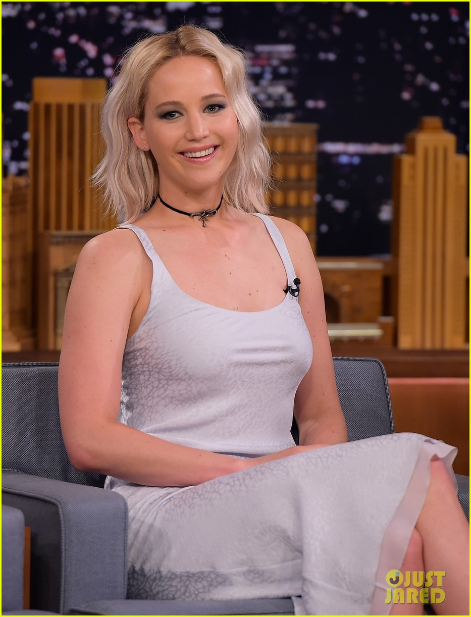 http://cdn01.cdn.justjared.com/wp-content/uploads/2016/05/lawrence-tconfessions/jennifer-lawrence-plays-true-confessions-with-john-oliver-05.jpg