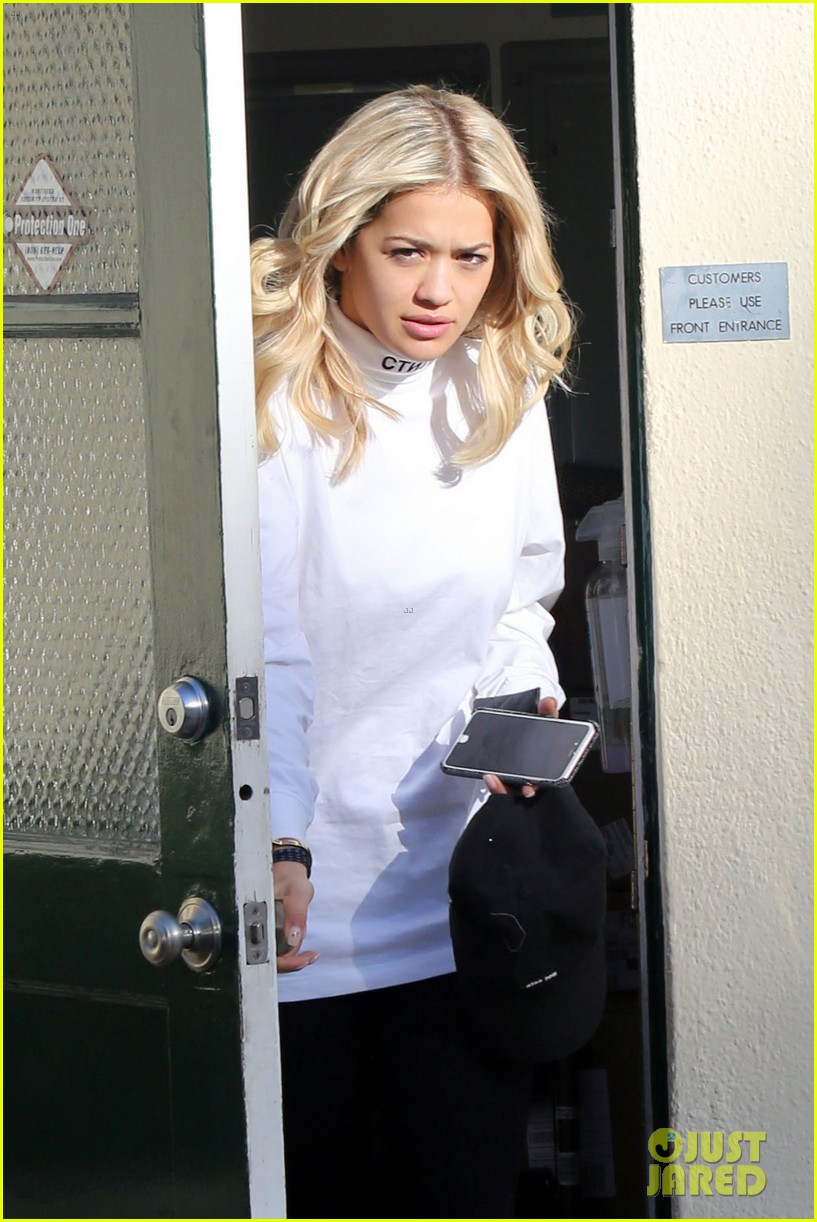 rita ora shares behind the scenes pics from fifty shades set 063665387