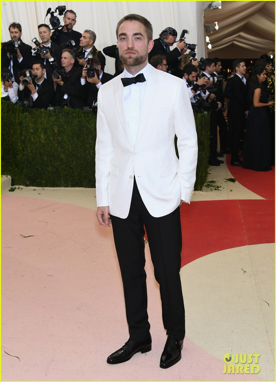 Who does Robert Pattinson meet