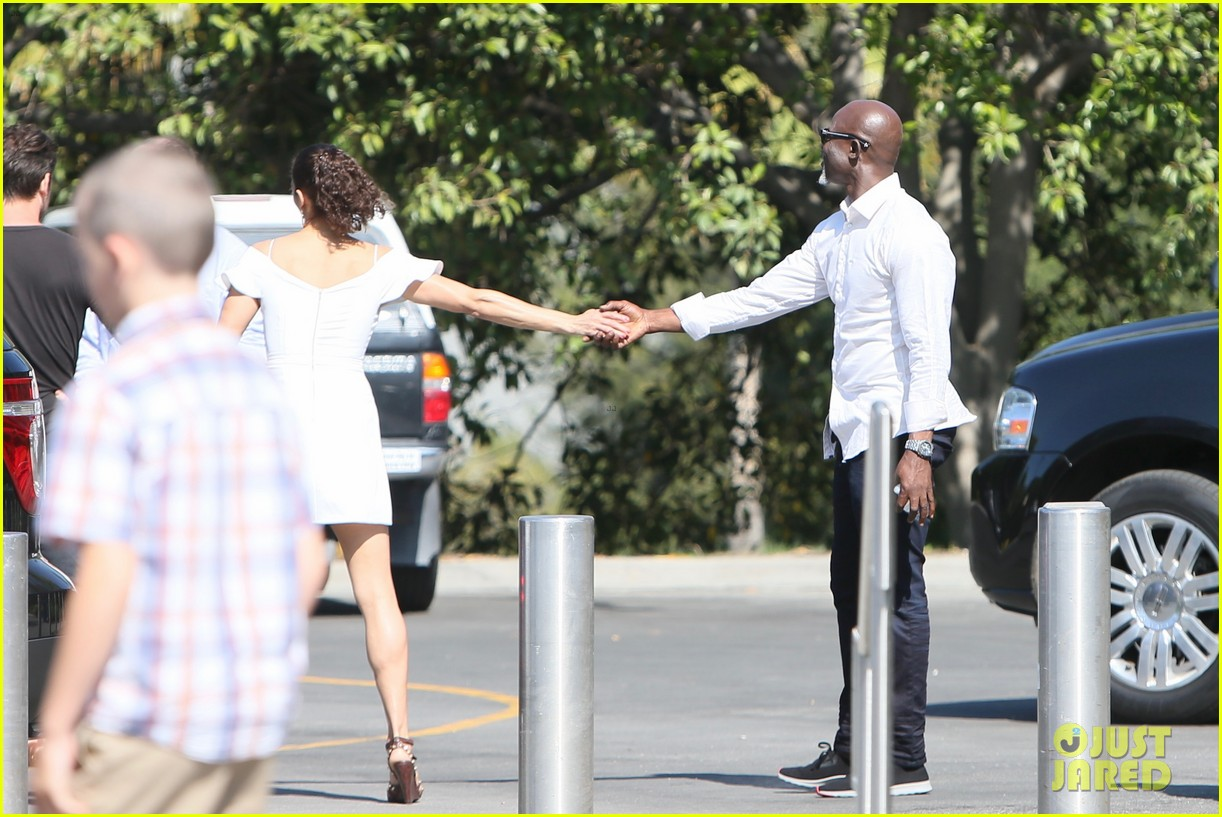 paula patton djimon hounsou share cute moment at extra 183655920