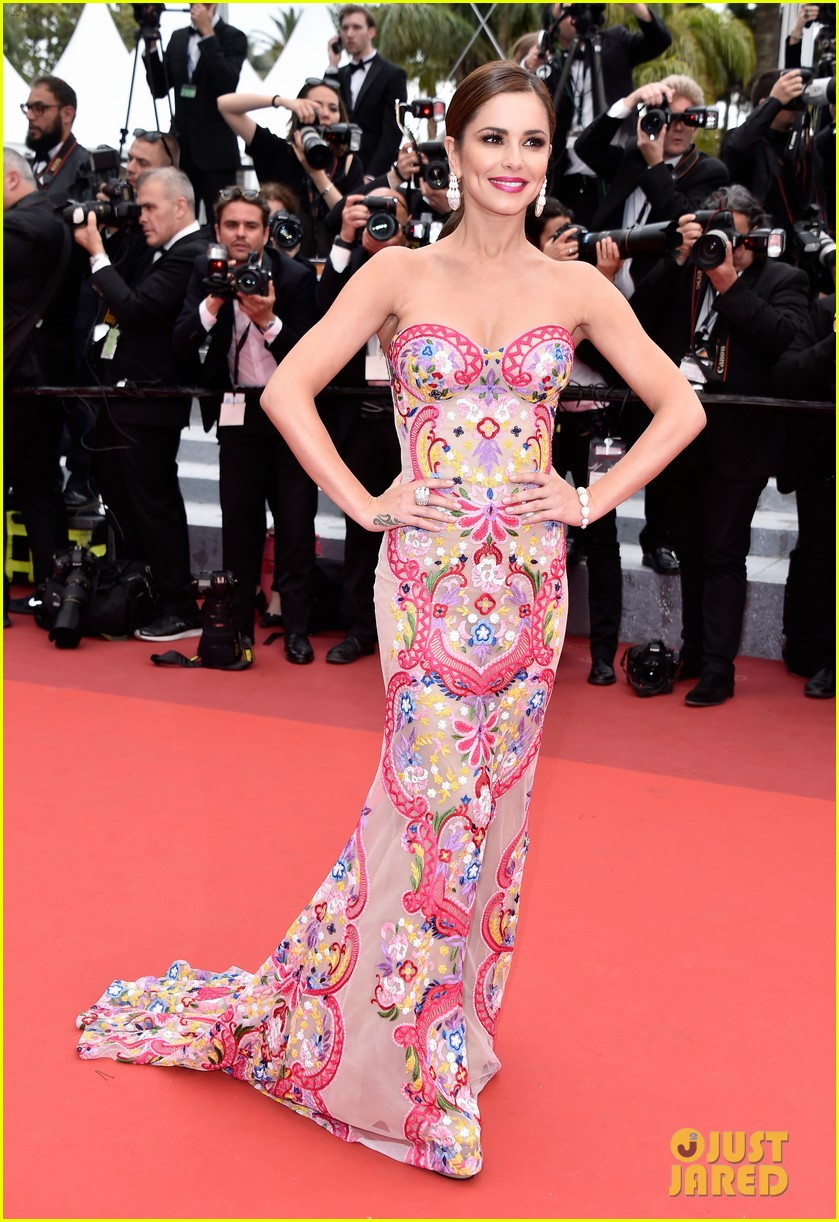 aishwarya rai stuns in golden gown at cannes premiere 013655203