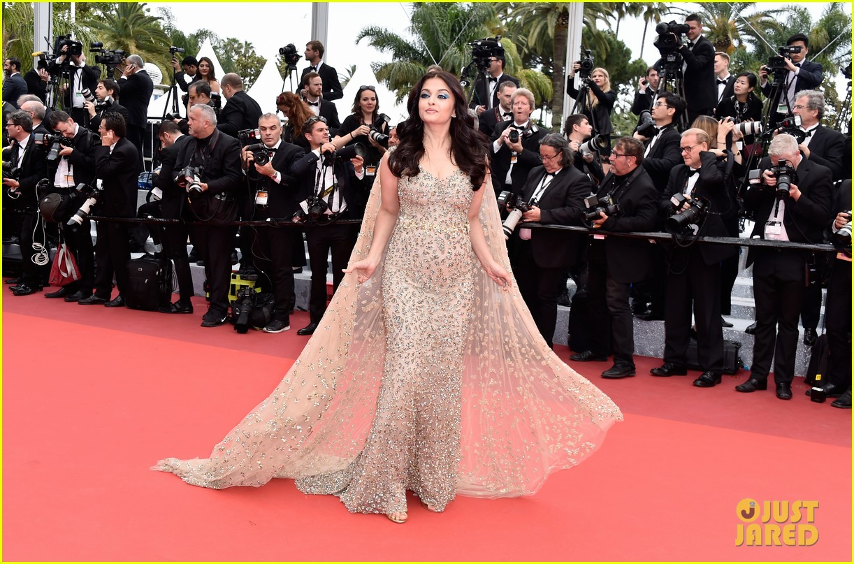 aishwarya rai stuns in golden gown at cannes premiere 053655207