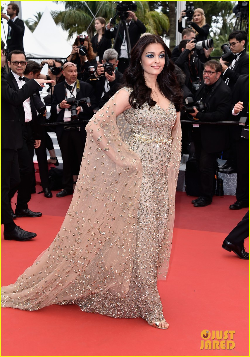 Aishwarya Rai Stuns in Golden Gown at Cannes Premiere: Photo 3655222 ...