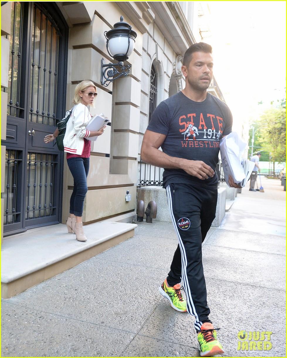 Kelly Ripa Wears Freedom Jacket Ahead Of Michael Strahan S Live Exit