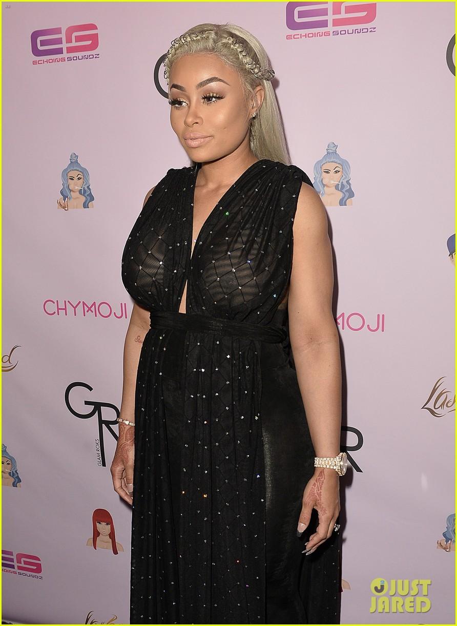 rob kardashian pregnant blac chyna make red carpet appearance 073652267
