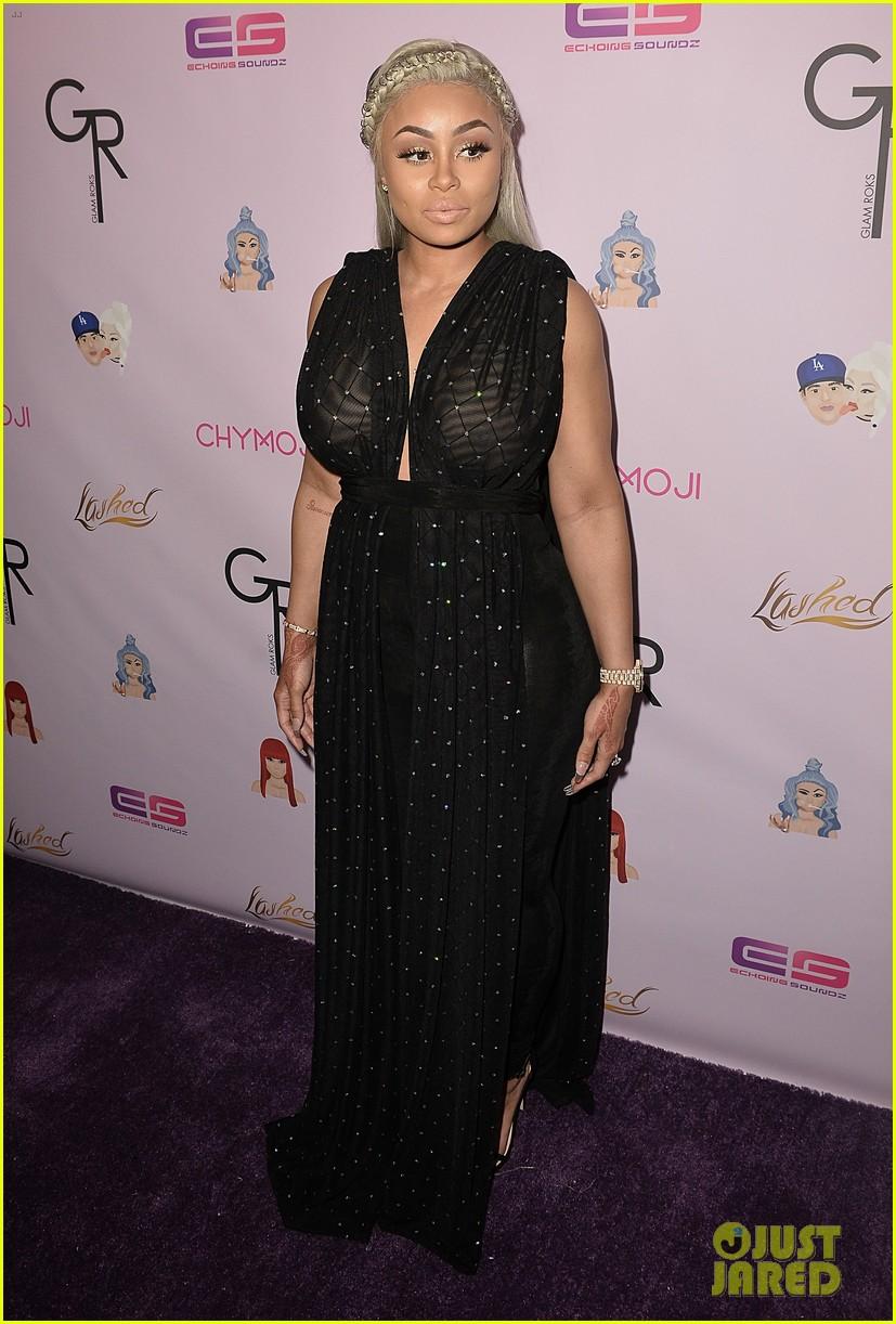 rob kardashian pregnant blac chyna make red carpet appearance 293652289