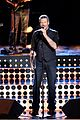 blake shelton performs new song on the voice finale 01