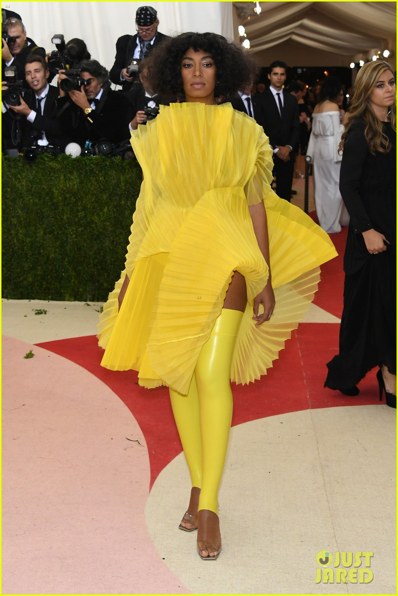 solange knowles is mellow yellow at met gala 2016 073646275
