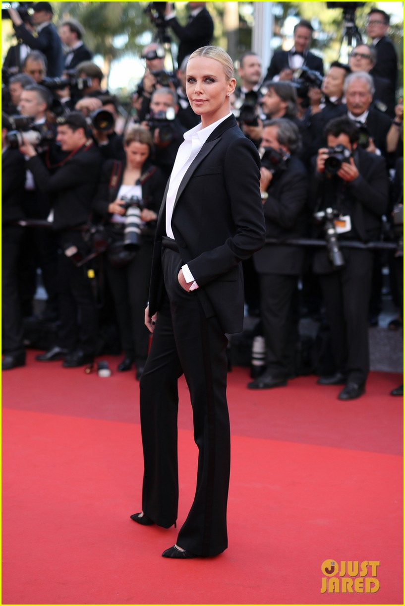 charlize theron reunites with sean penn his kids in cannes 093661663