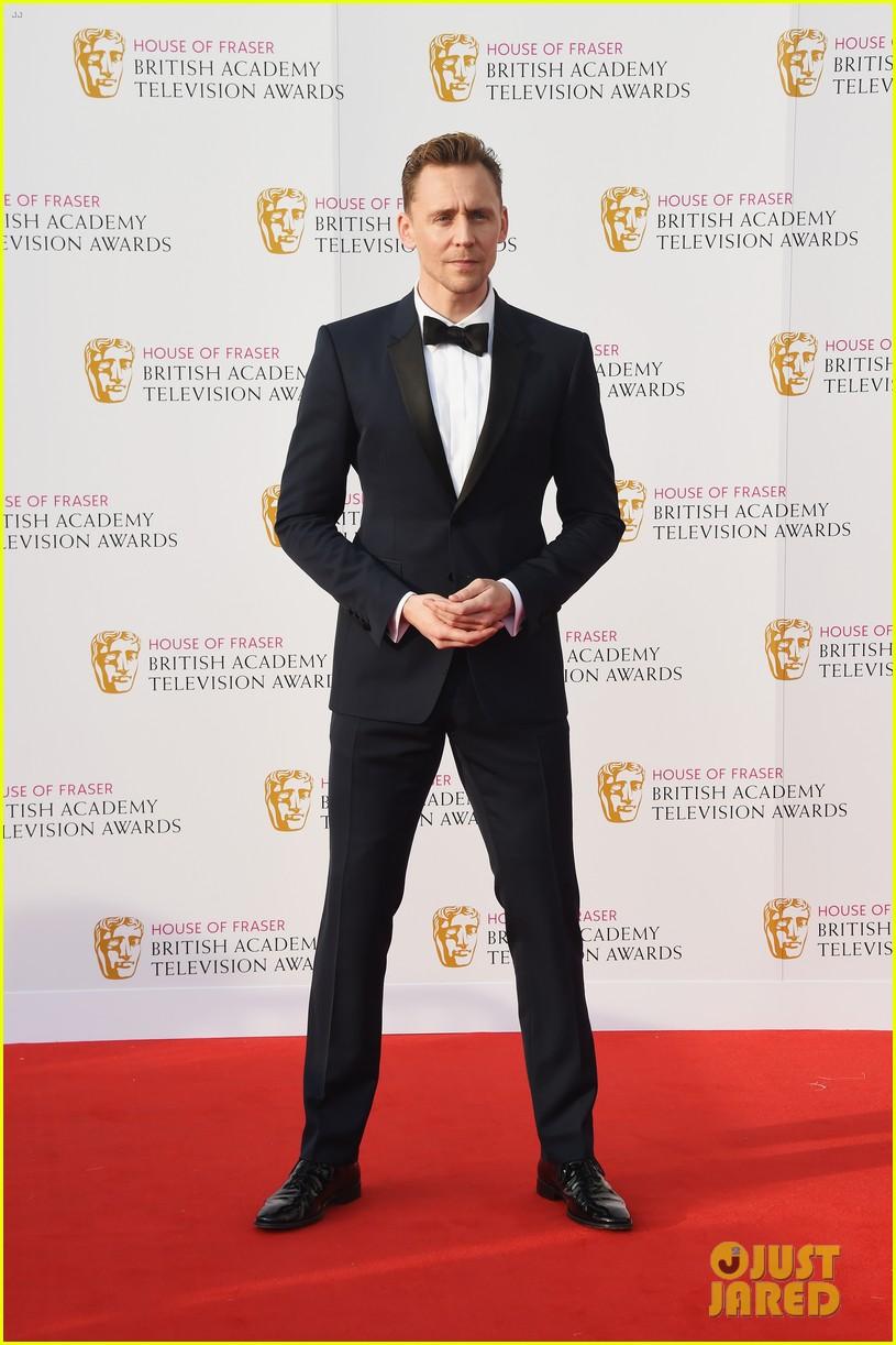 tom hiddleston idris elba bafta tv 2016 awards 073650445