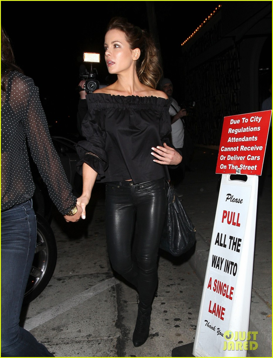 Kate beckinsale looks hot in leather pants naked (76 image)
