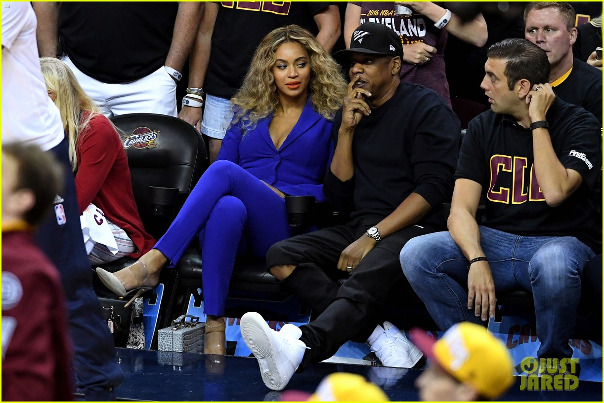 Beyonce & Jay Z Are Cute Courtside Couple at NBA Finals!: Photo 3685045 | Beyonce Knowles, Jay Z ...