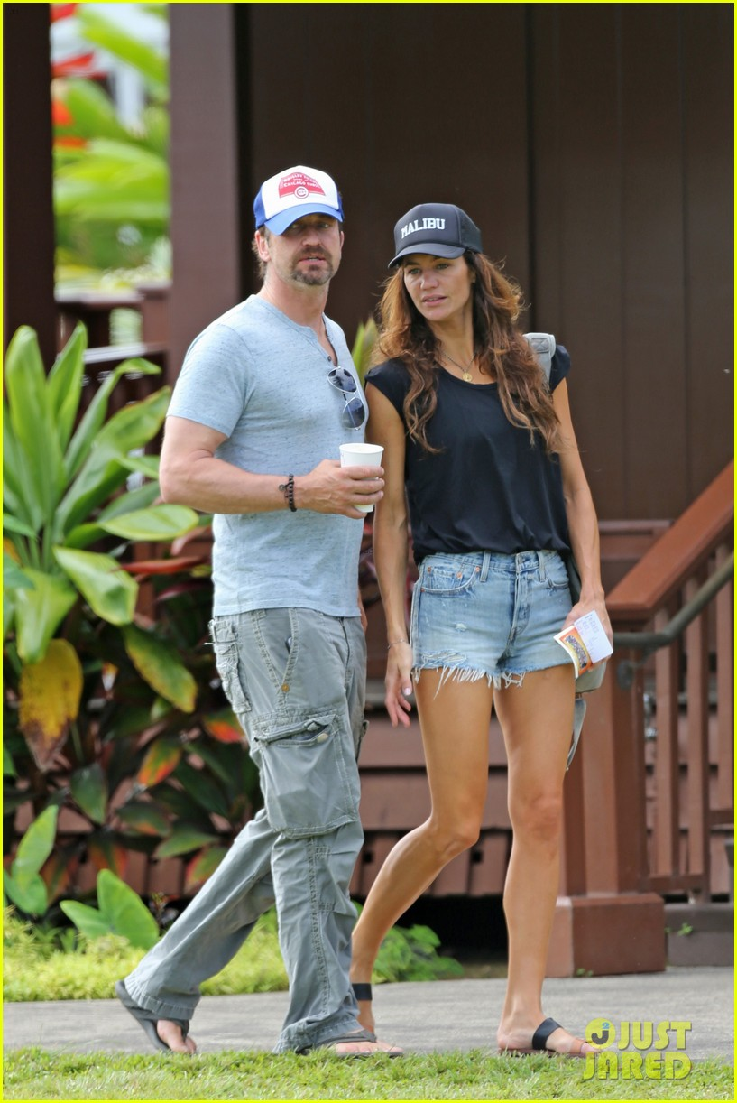 gerard butler is back home after hawaii trip with morgan brown 033672827