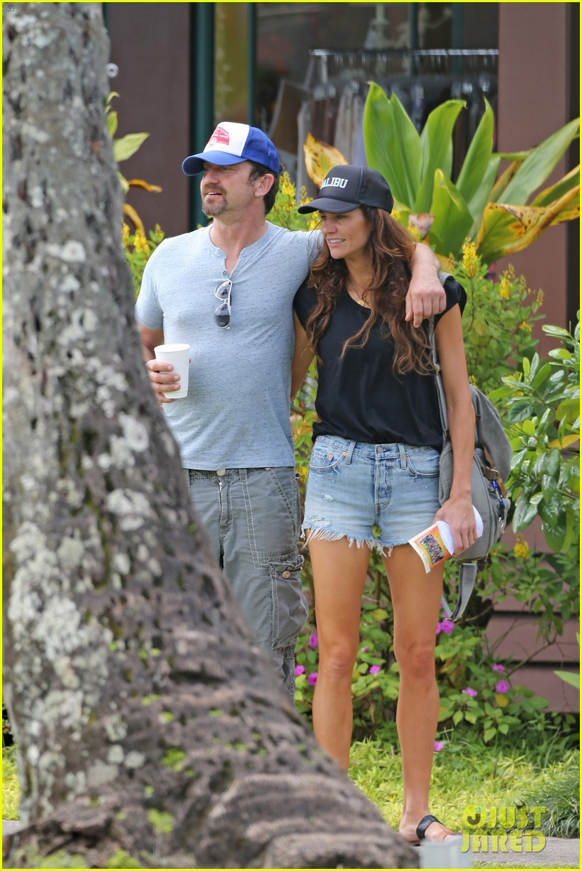 gerard butler is back home after hawaii trip with morgan brown 163672840