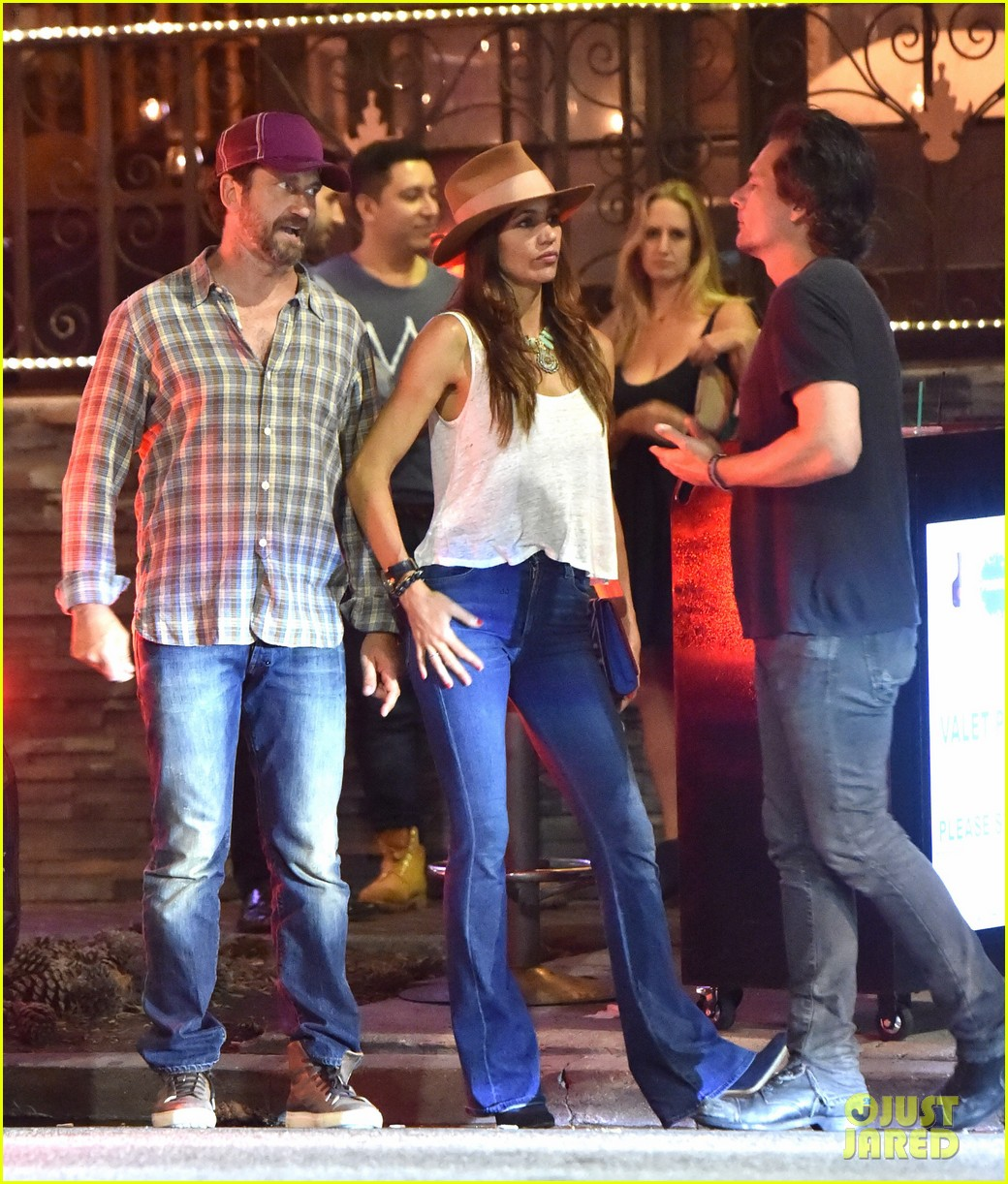 gerard butler morgan brown hang out with his friend len wiseman 083691616