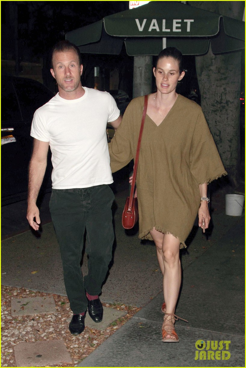 scott caan takes girlfriend kacy byxbee to fathers day