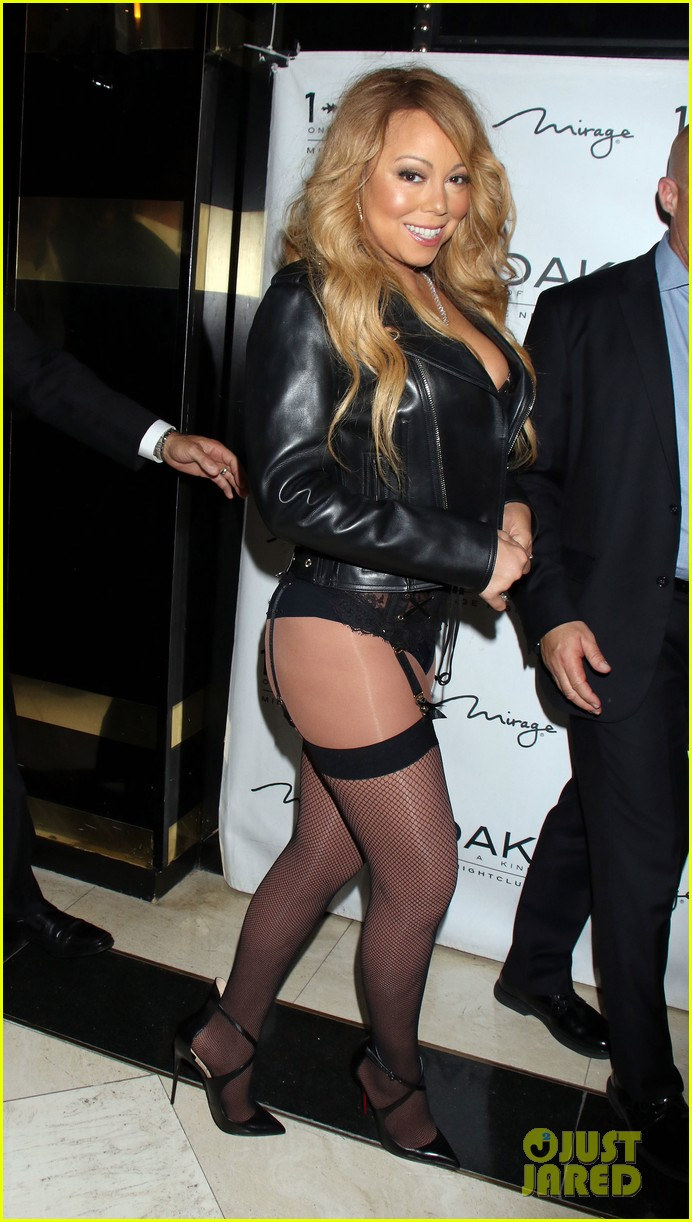 Mariah Carey Shows Off Her Bare Bum In Las Vegas Photo