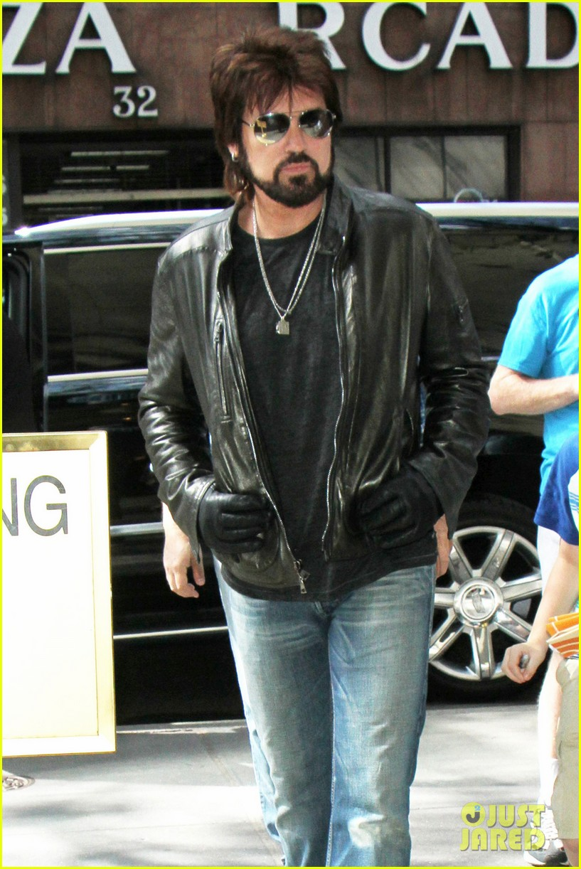 Billy Ray Cyrus Jokes About Officiating Miley Liam Hemsworth S