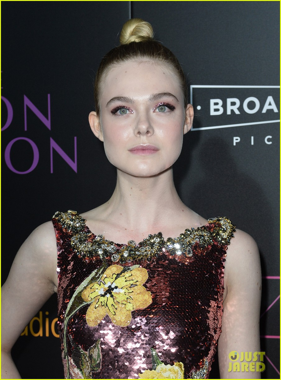 elle fanning gets support from sis dakota at neon demon premiere 293682925