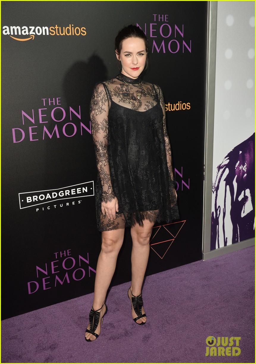 elle fanning gets support from sis dakota at neon demon premiere 363682932