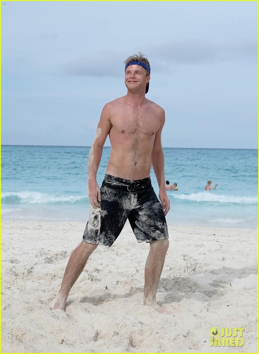 shirtless Josh henderson