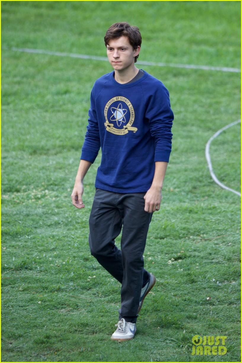 tom-holland-wears-school-sweatshirt-on-s