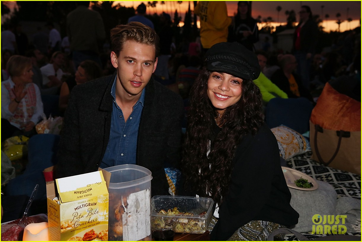 vanessa hudgens austin butler mean girls screening 03.3675014